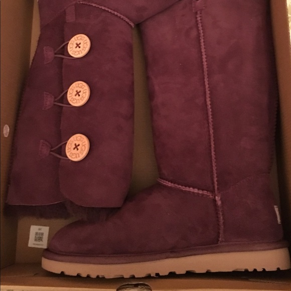 88f77f2cb4d 🆕 Ugg Bailey Button Triplet Boots, size 6 NWT